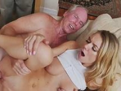 Muscle daddy bang Molly Earns Her Keep
