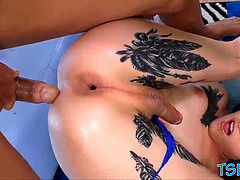 Anal, Blondine, Pik sutte, Gaping, Shemale, Tatovering