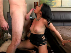 Petite asian milf Lucky Starr turns into sex fiend