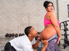 Sensual fit MILF Kailani Kai gives a nice lesson for a black stud
